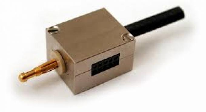 Préamplificateur miniaturisé avec coque externe